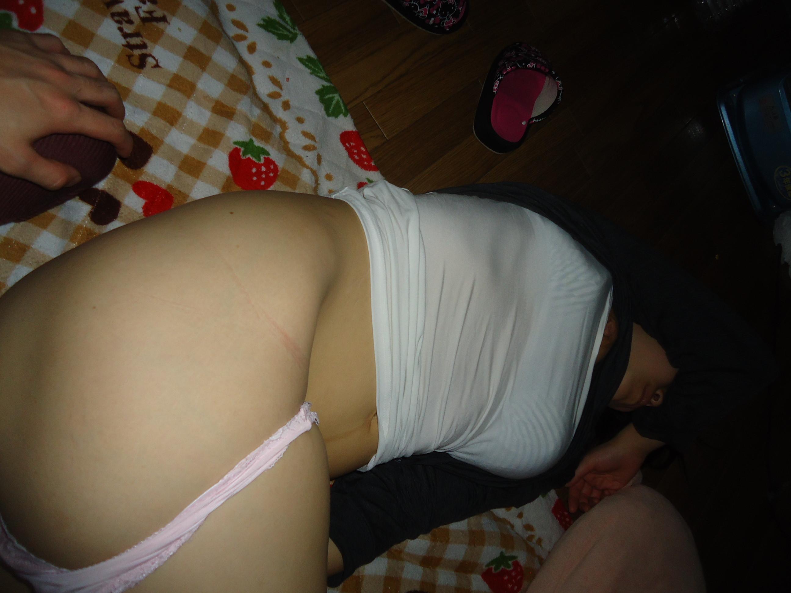 セックス直後に寝てる彼女のエロ写メwwwおまんこおっぱいバッチリ撮ってますwww 2329