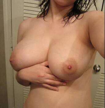 アラサー彼女の巨乳おっぱいwwwもみ応え抜群の素人のおっぱいwww 3018