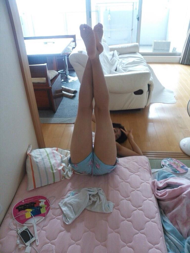 目の保養になる女子高生の裸足画像だぁーwww LkekQSf