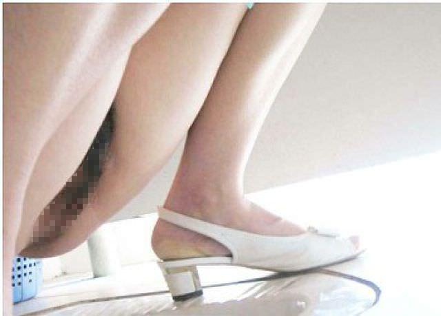 トイレでオシッコする素人のお姉さん!!恥ずかしい姿をガチ盗み撮りしたエロ画像 0891