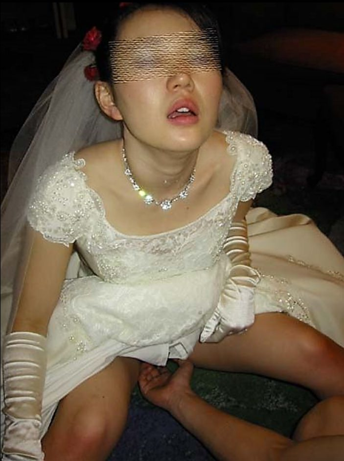 性欲強い奥さんを手マン責めwww素人妻のびしょ濡れオマンコだぁ~www 2201