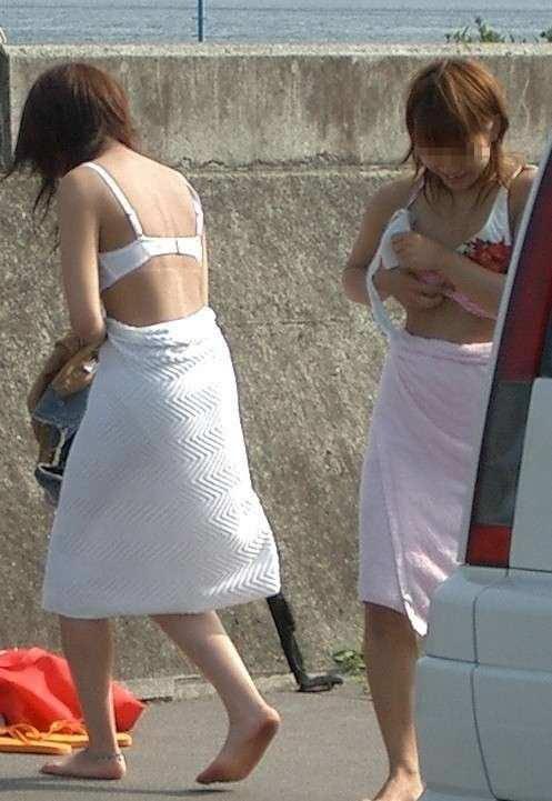 隠れて水着に着替えるもバレバレwww盗み撮りされる素人娘www 2809
