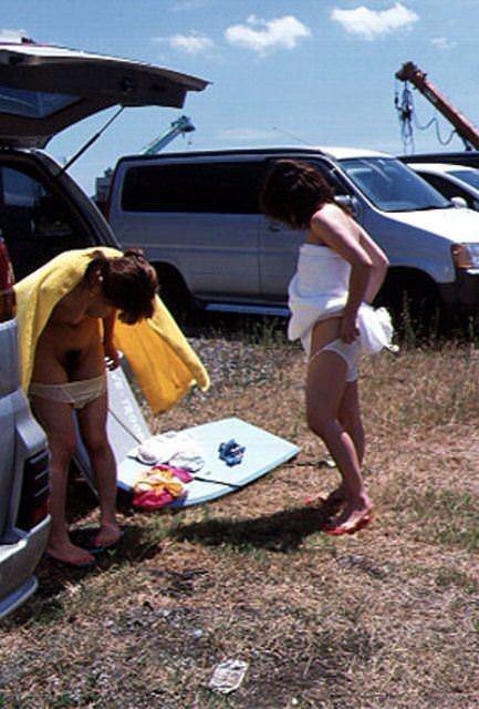 隠れて水着に着替えるもバレバレwww盗み撮りされる素人娘www 2811