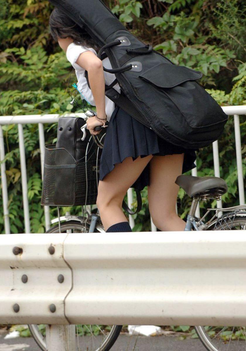 通学中の無防備な女子高生の太ももwwwwwwwwww 6En3L7H