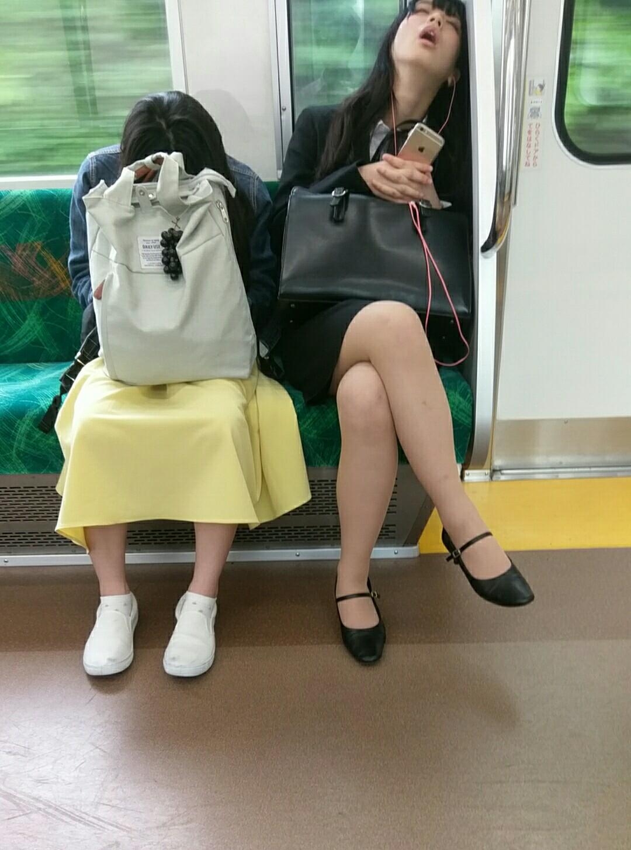電車内で本当にあったヤバイエロ画像wwwwwwwwwwwwwww 7Cx0aYF