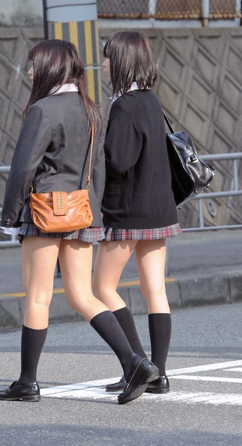 通勤通学中の街撮りJK画像はここですかwwwwwwwwww BsKi6Xj
