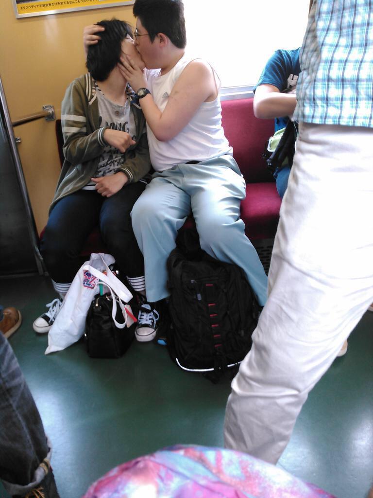 電車内で本当にあったヤバイエロ画像wwwwwwwwwwwwwww cGQV2rA