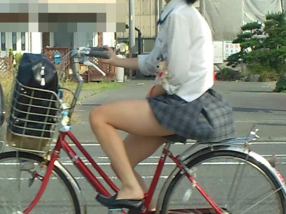 女子高生の太ももVS台風の季節がやってきましたぁぁぁぁぁぁぁぁ!!!!!!! cihBd3I