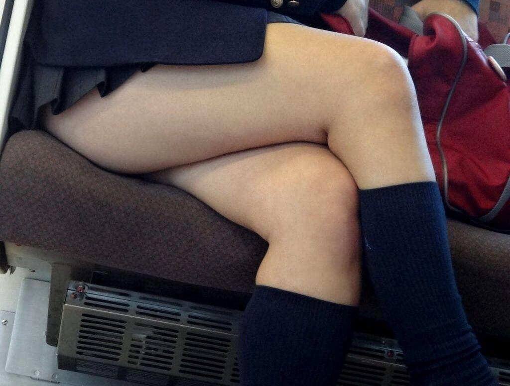 コンビニで盗撮した女子中学生が水着から溢れるおっぱいの迫力の自撮り画像
