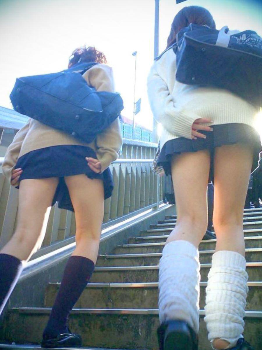 女子高生の太ももVS台風の季節がやってきましたぁぁぁぁぁぁぁぁ!!!!!!! iHP4CBC