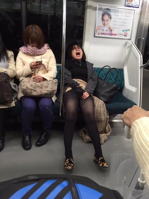 電車内で本当にあったヤバイエロ画像wwwwwwwwwwwwwww wlhuyNi