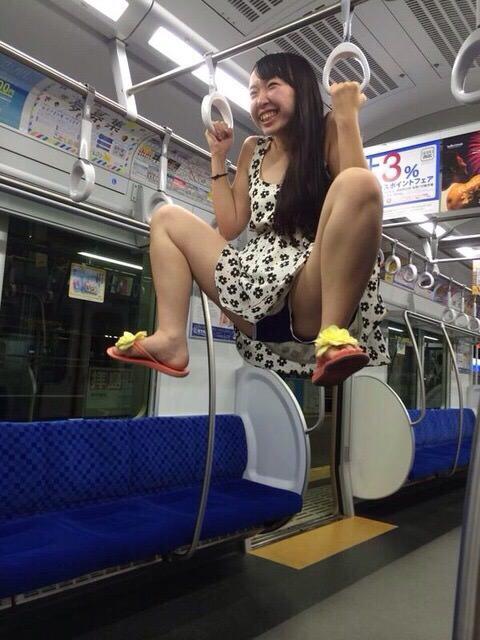 電車内で本当にあったヤバイエロ画像wwwwwwwwwwwwwww zbC8QTE