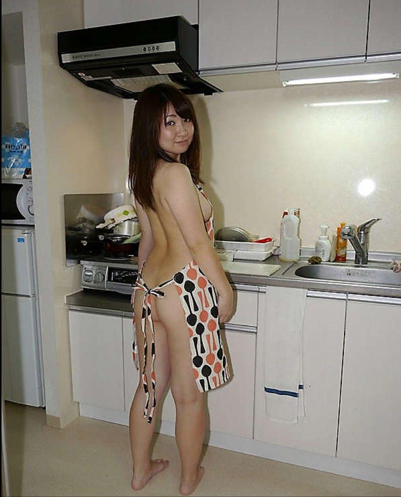 同棲中の素人カップルが簡単に楽しめる憧れの裸エプロンwww 02109