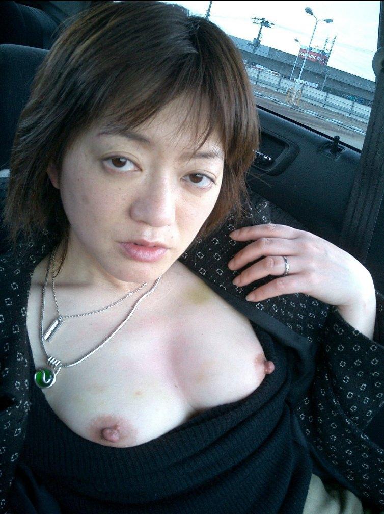 こんな美人妻だって性的欲求に負けて車で露出プレイwww興奮したままセックス突入だぁーwww 02115