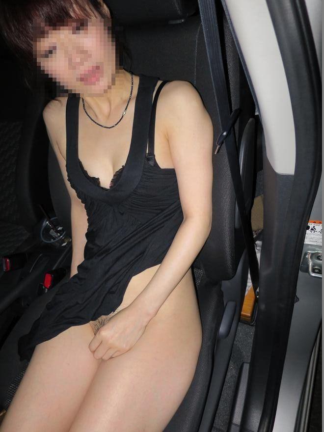 こんな美人妻だって性的欲求に負けて車で露出プレイwww興奮したままセックス突入だぁーwww 02118