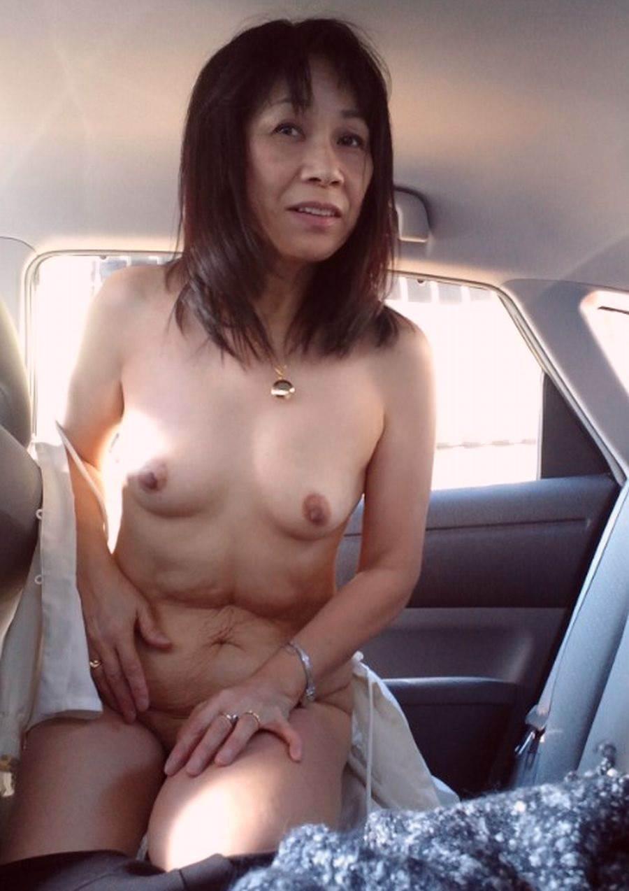 こんな美人妻だって性的欲求に負けて車で露出プレイwww興奮したままセックス突入だぁーwww 02121