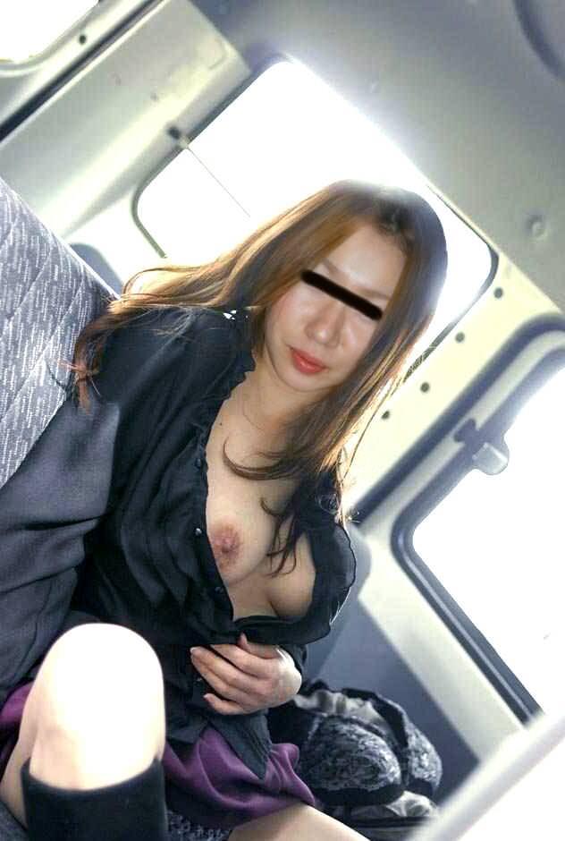 こんな美人妻だって性的欲求に負けて車で露出プレイwww興奮したままセックス突入だぁーwww 02122