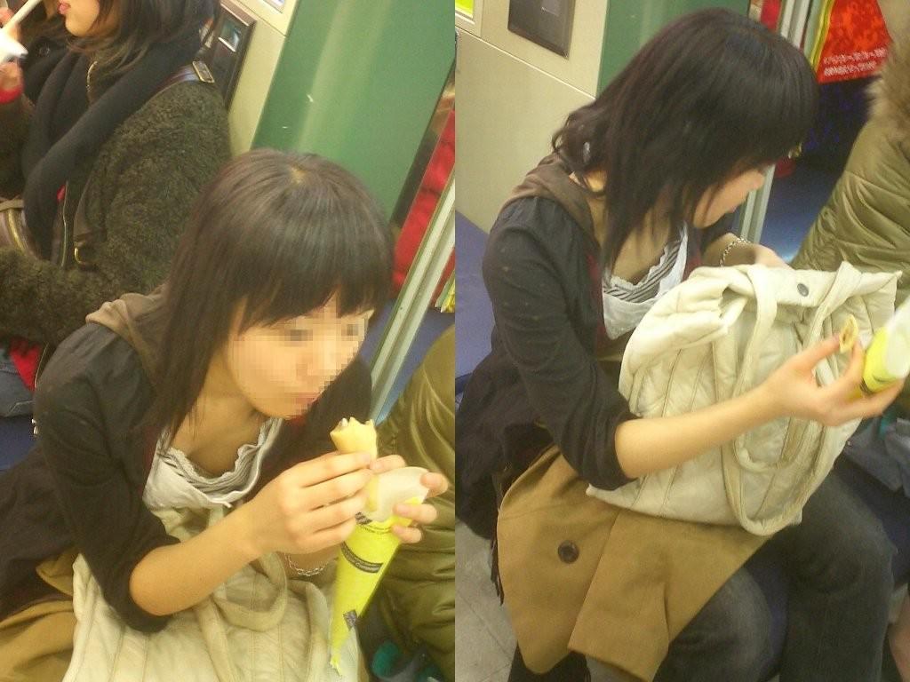 電車で座る無防備な素人娘の胸チラおっぱいwww覗いたら乳首見えてますやんwww 15100