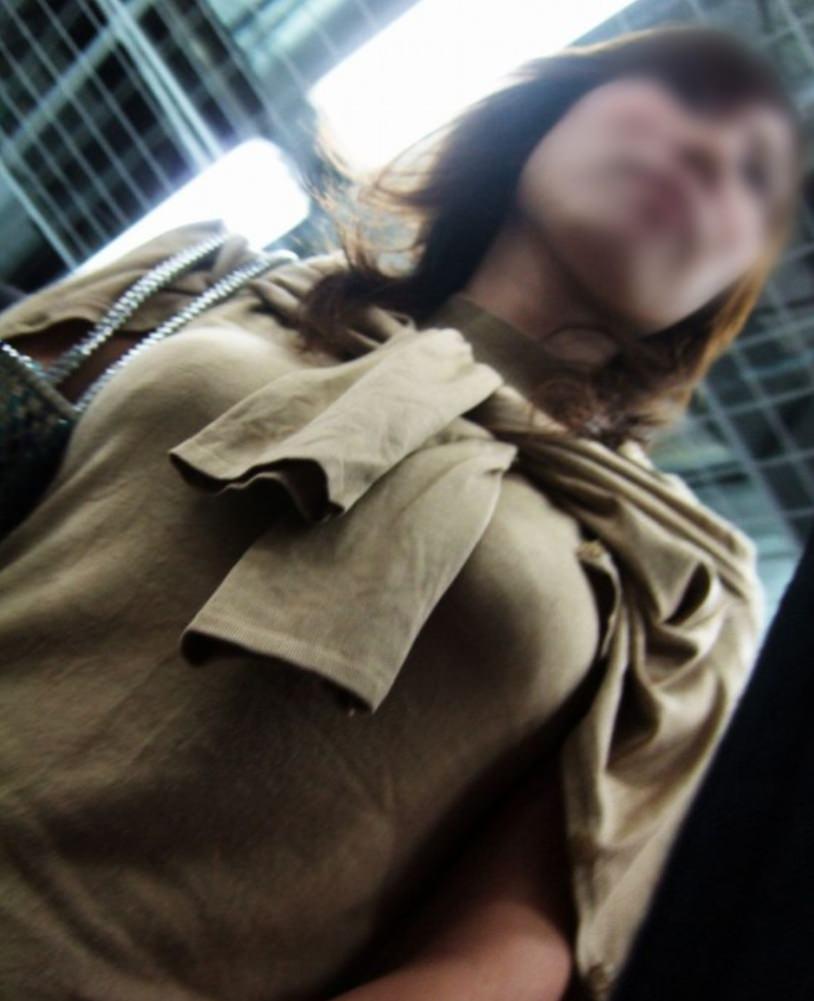 巨乳ではち切れちゃうよwww洋服パンパンの着衣おっぱい街撮り画像www 15151