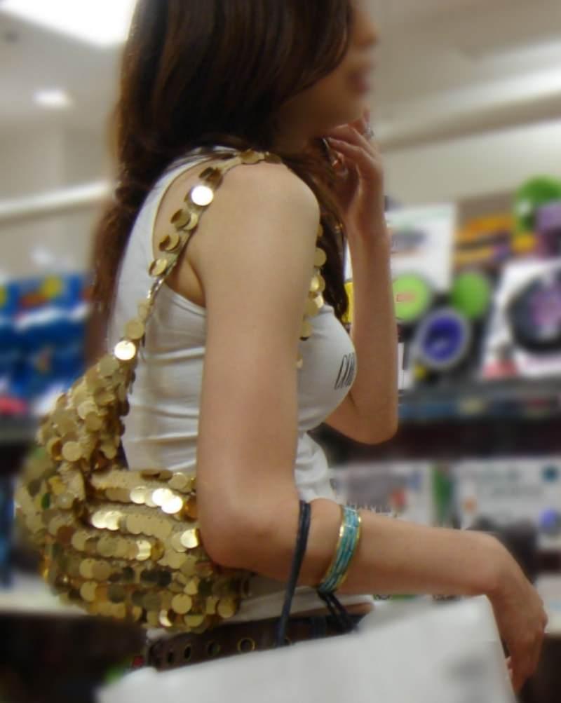 巨乳ではち切れちゃうよwww洋服パンパンの着衣おっぱい街撮り画像www 15162