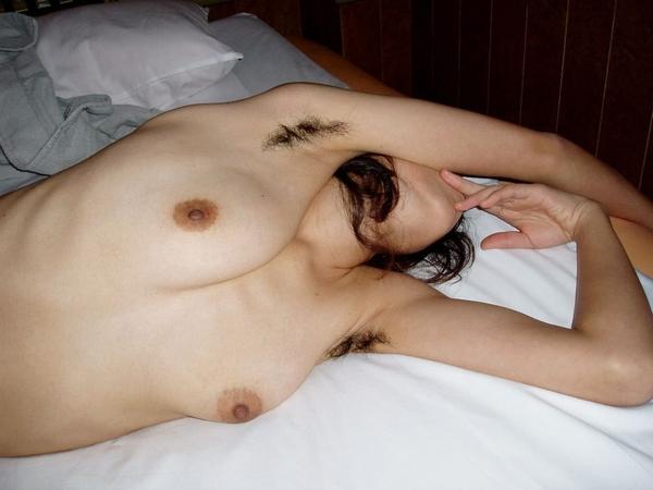 普段あまり見れないシロウト女性のワキ毛がキモいwwwwwwwwwwwwwwwwww