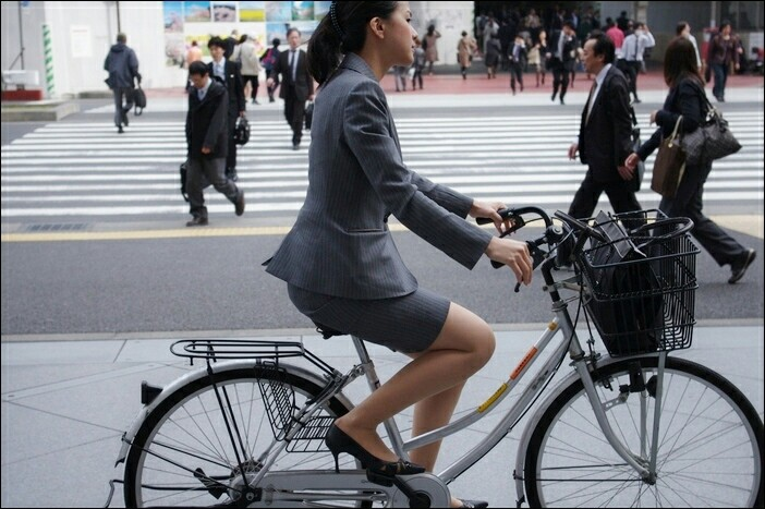 ミニスカで自転車にのる女子高生の画像をくださいwwwwwwwwwww 1ul3ZBj