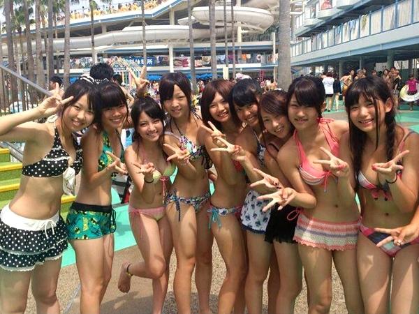 来年の夏までおあずけになってしまった女子高生の水着画像wwwwwwww