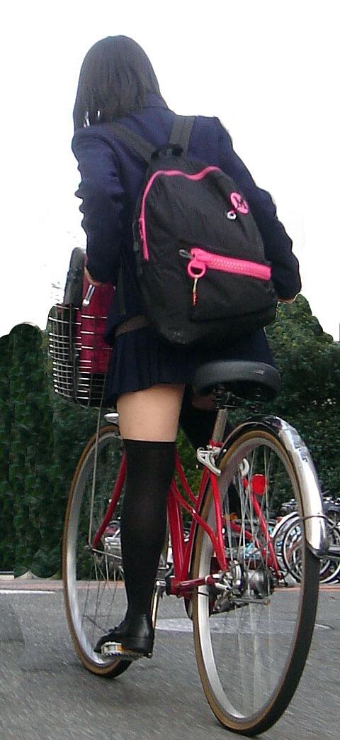女子高生の制服が姿が好きすぎるので街撮り画像をくださいwwwwwwwwwww BK0GJgS