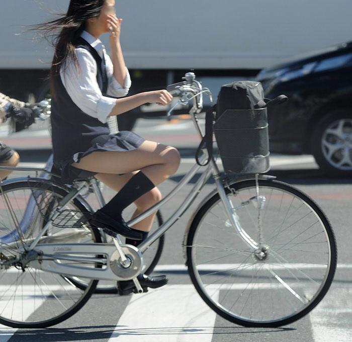 ミニスカで自転車にのる女子高生の画像をくださいwwwwwwwwwww SubuDgk