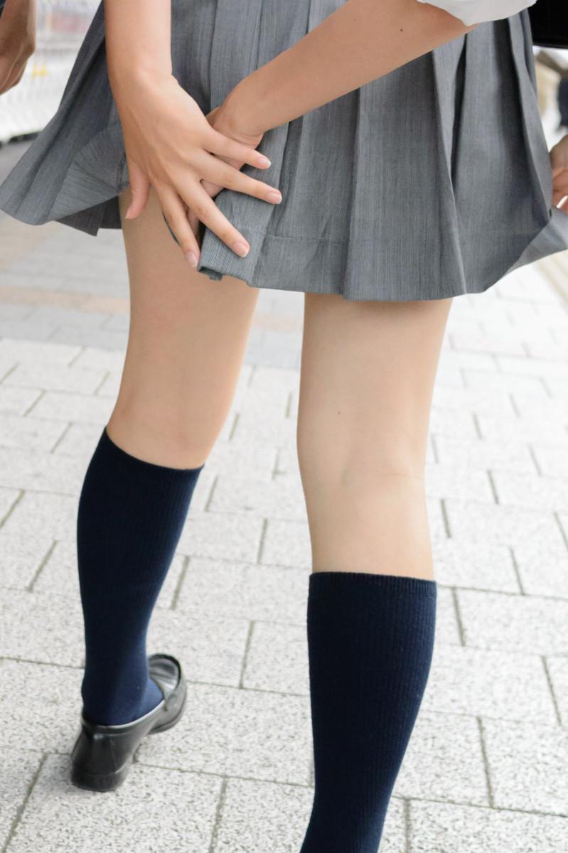 たくましい太ももが美しい!!街撮り女子高生wwwwwwwwww zkF3vVW