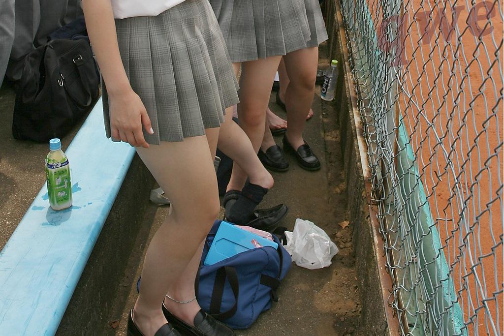 ゲームセンターでのロリ女子が下着カタログはオナニーに使える画像