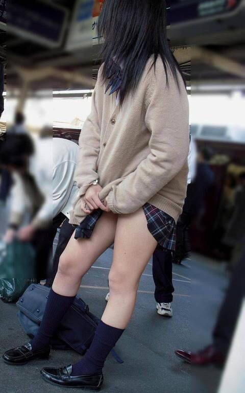 限界までスカート短いミニスカJK画像wwwwww 43IwJxx