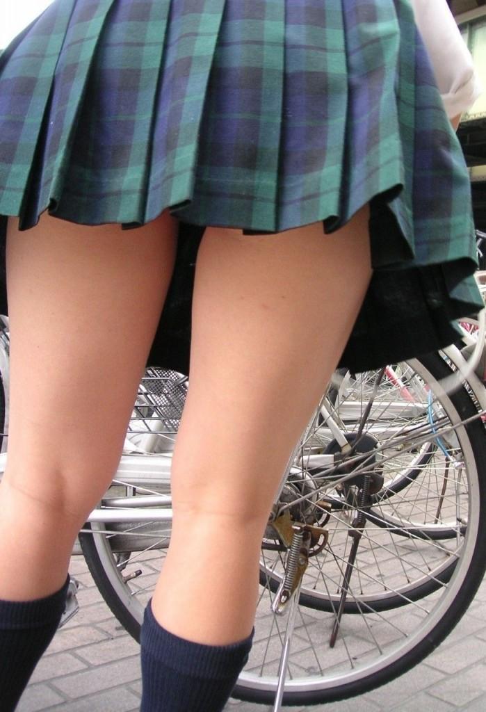 パンツが見えうで見えない!それが良い!ミニスカ制服JKのエロ画像 HLl8Rrr