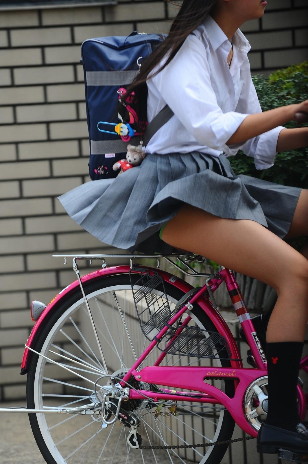 生活感溢れる女子高生のおふざけ画像!!楽しそうで可愛いwwwwwww eXfnnjT