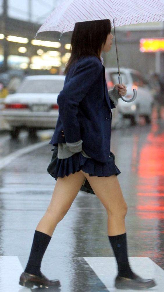 パンツが見えうで見えない!それが良い!ミニスカ制服JKのエロ画像 iv2mWIO