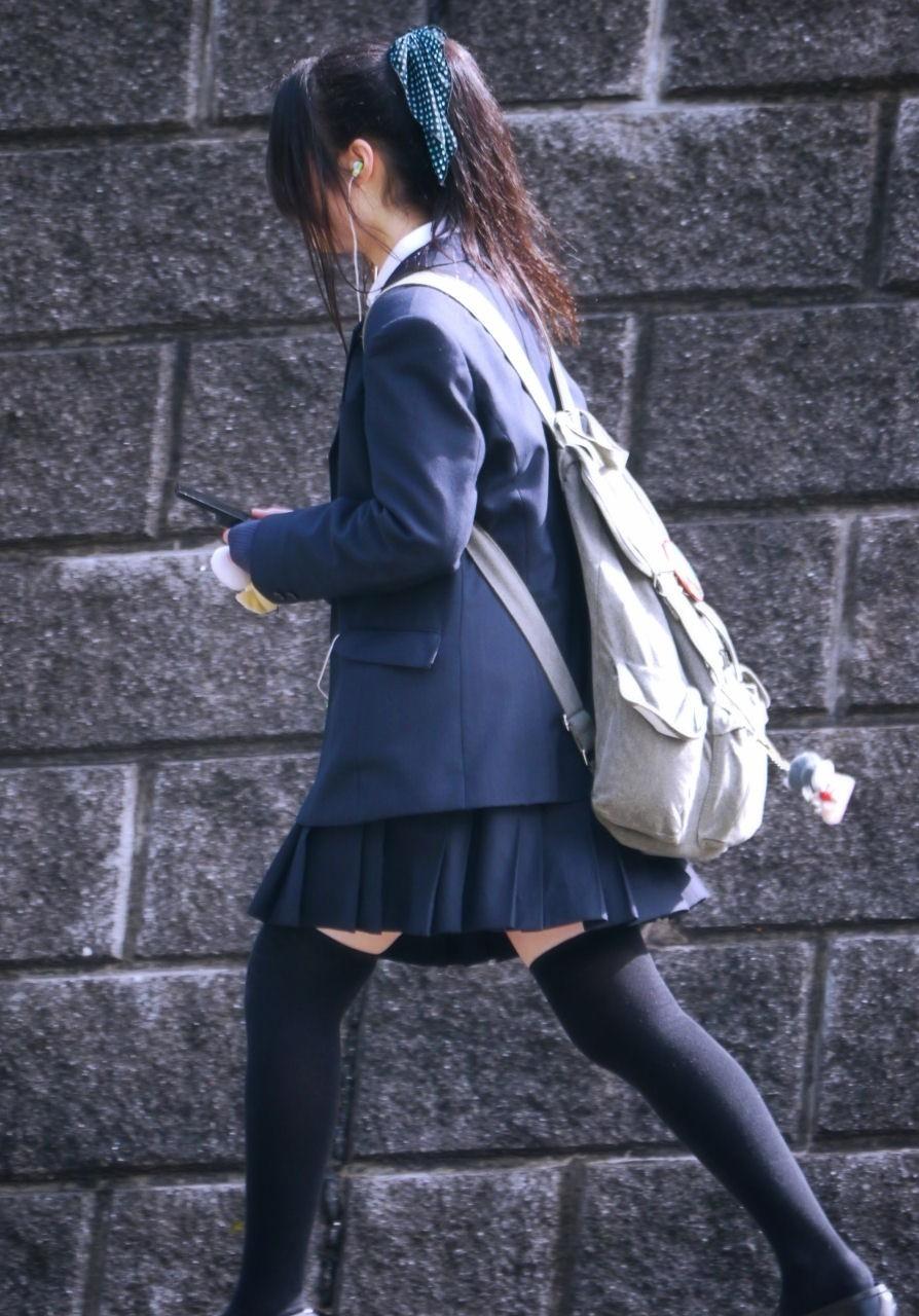 フェチな足裏・ハイソックス!!様々な女子高生の素人エロ画像 rmLkR6N