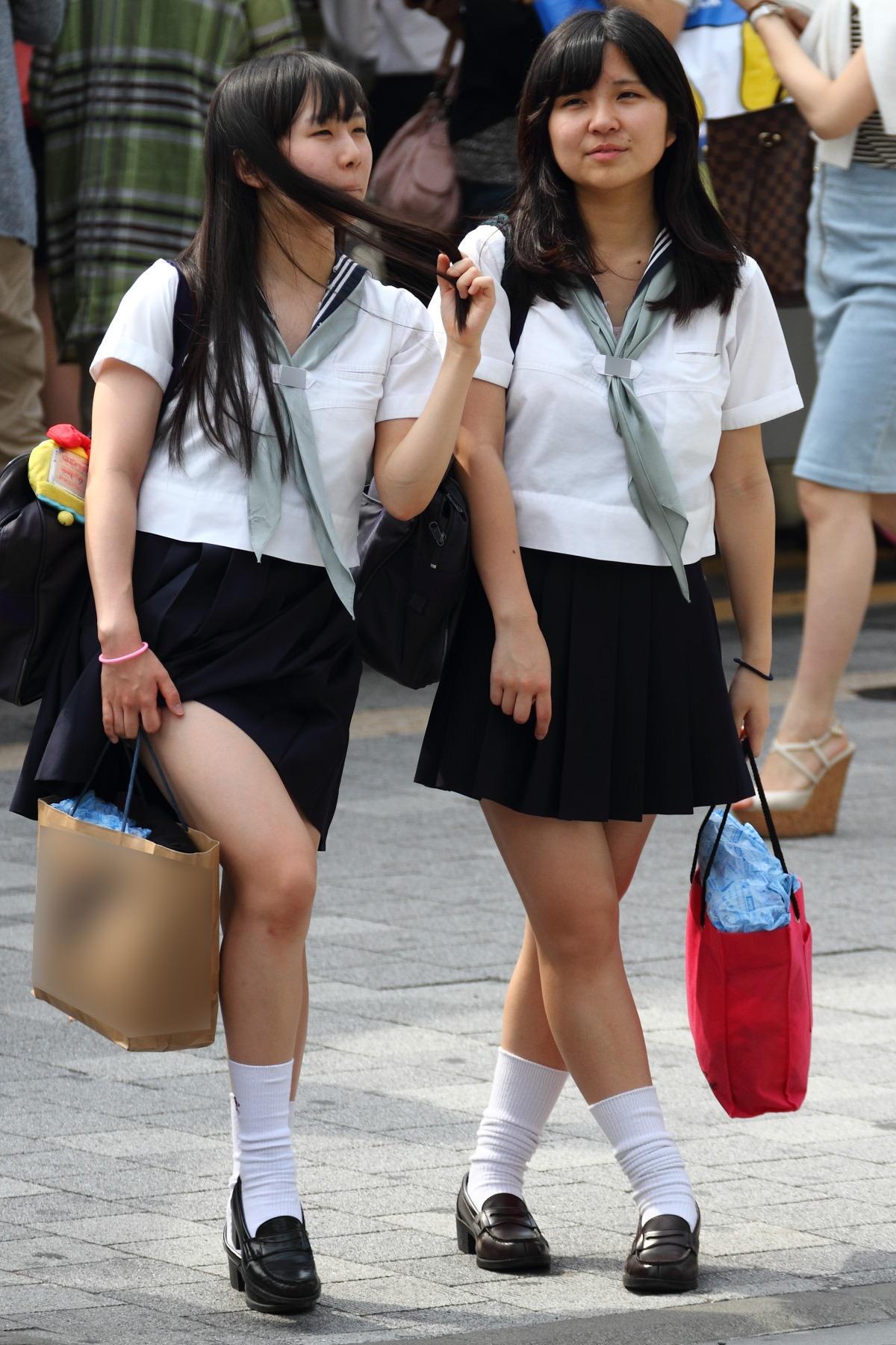 黒髪ロングの制服JK画像をくださいwwwwwwwwww 44QsFqy