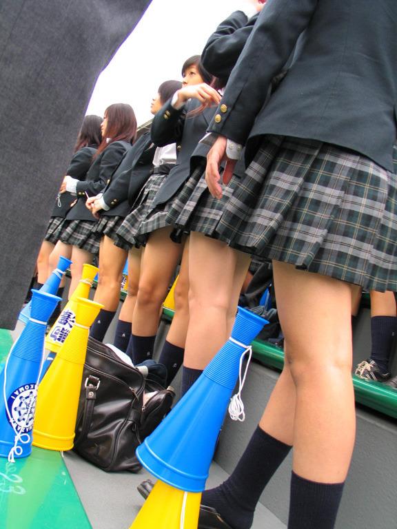 発育の著しい女子校生のドスケベな太もも画像 EfkxQqT