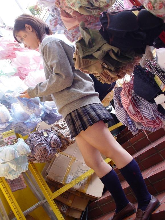 色々と妄想掻き立てられる下着売り場のJK画像 LhEc0ai