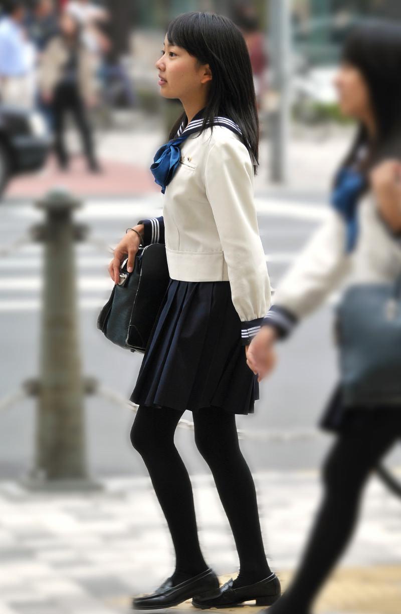 黒髪ロングの制服JK画像をくださいwwwwwwwwww UZzfc2t