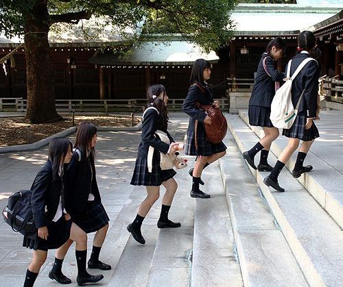 パワースポットはJKスポット!神社で性欲みたすエロ画像 YkdmZi3 1