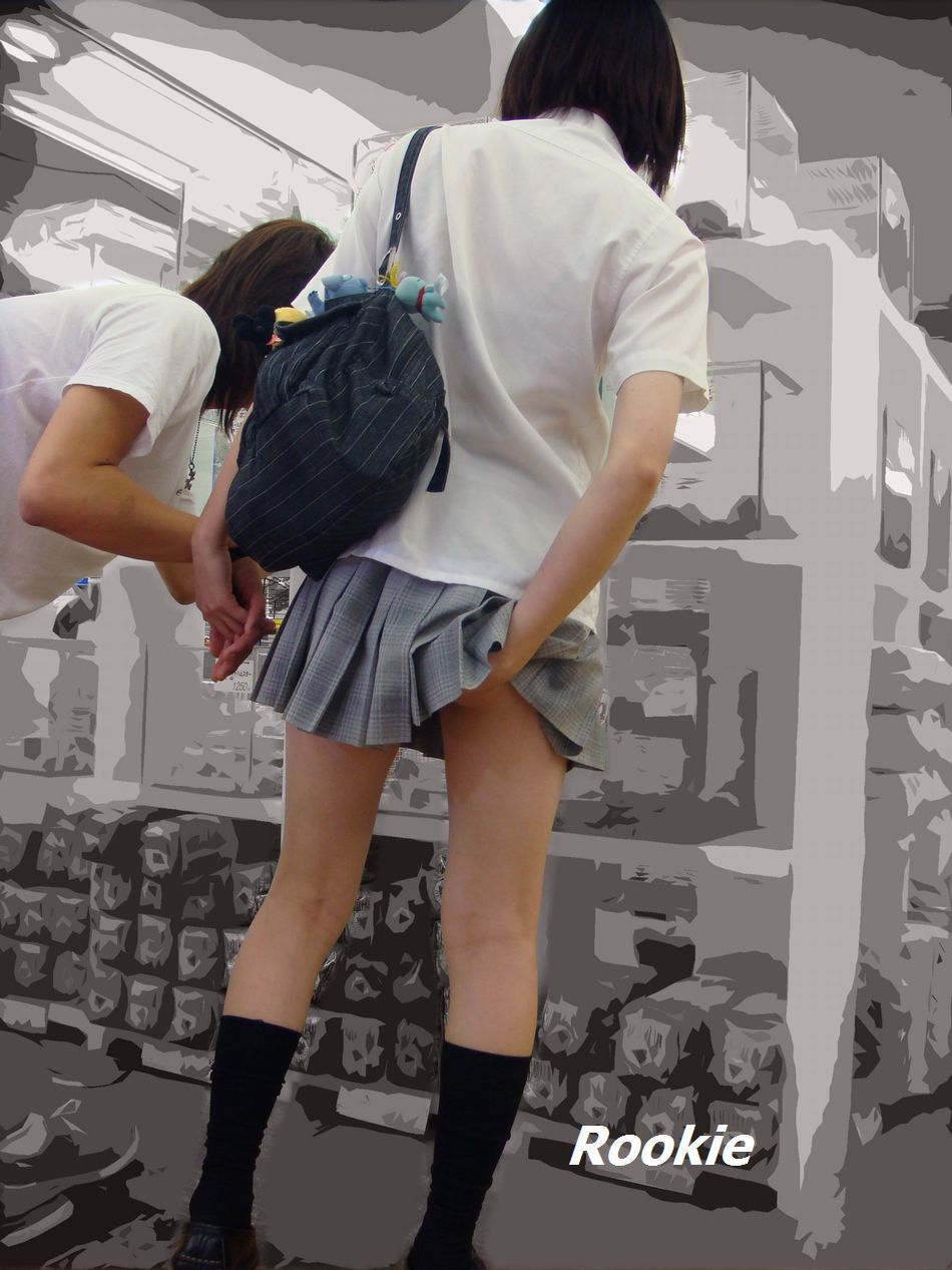 色々と妄想掻き立てられる下着売り場のJK画像 bUNPn8g