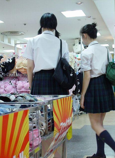 色々と妄想掻き立てられる下着売り場のJK画像 rqGAVJT