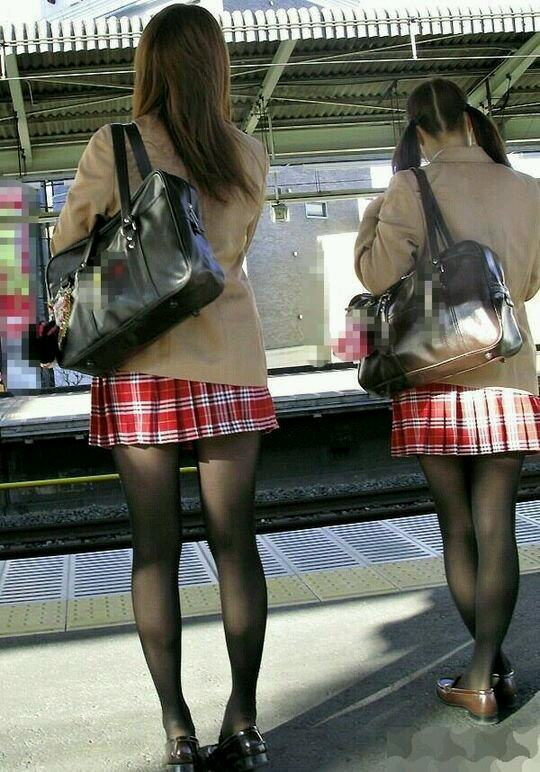 見たいけど見えないJKのおパンツにジレンマする街撮り画像 vvT7zfr