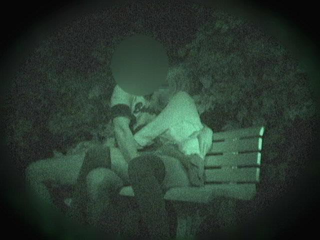 赤外線カメラでガチ盗撮!10代素人カップルが若さに任せた激しい野外セックスのエロ画像 1906