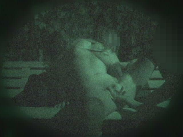 赤外線カメラでガチ盗撮!10代素人カップルが若さに任せた激しい野外セックスのエロ画像 1915