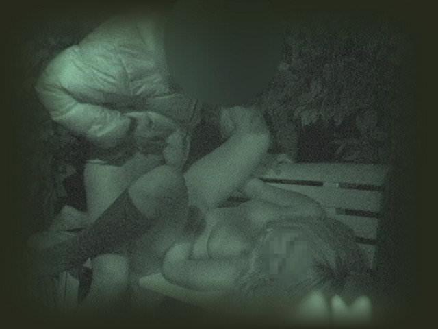 赤外線カメラでガチ盗撮!10代素人カップルが若さに任せた激しい野外セックスのエロ画像 1935