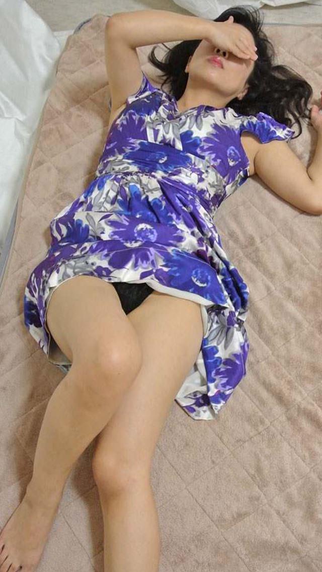 成熟した30代淑女の身体が収まるセクシーな下着姿の素人エロ画像 1945