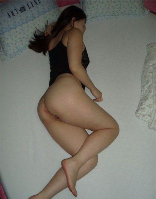 成熟した30代淑女の身体が収まるセクシーな下着姿の素人エロ画像 1962