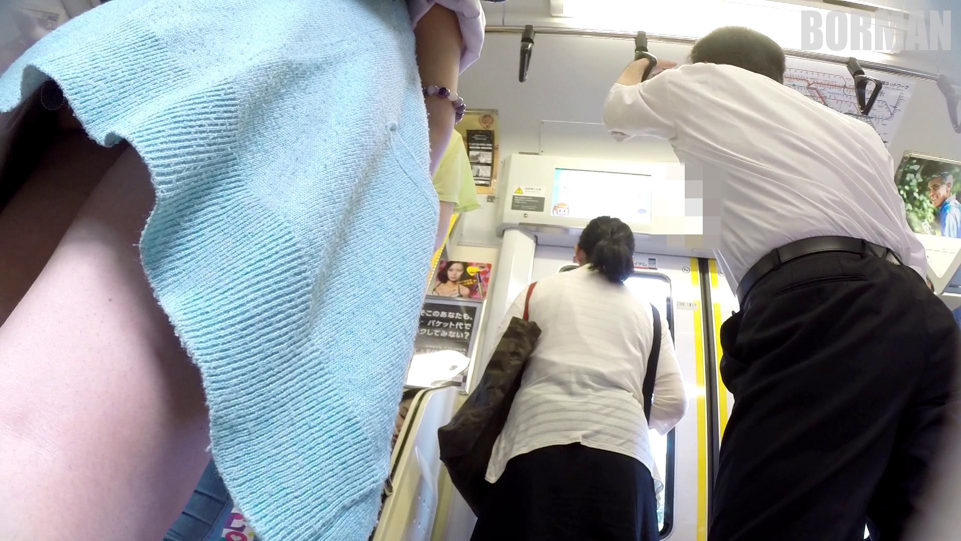 無防備なJKの後ろを付けて電車内で生パンチラじっくり盗撮wwww 4f9f64b8